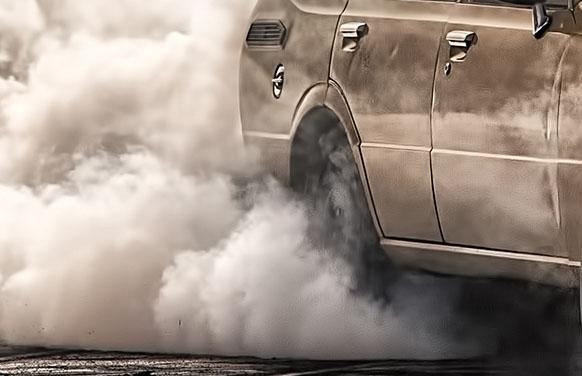 Czy i kiedy Komisja Europejska zakaże sprzedaży aut spalinowych?